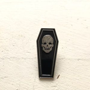 Accessories - 💀⚰️ Skull Coffin Pin
